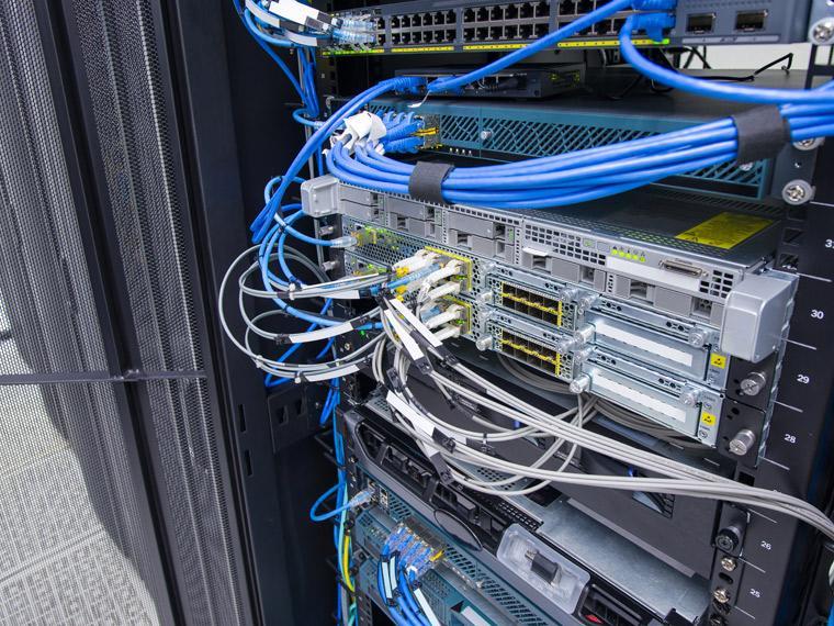 データセンターラック撤去